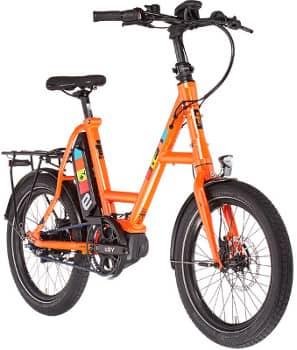 Orangefarbenes DrivE S8 ZR RT mit 20 Zoll Rädern