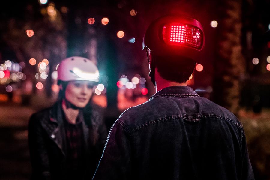 LUMOS Lifestyle-Helm mit intelligentem Lichtsystem