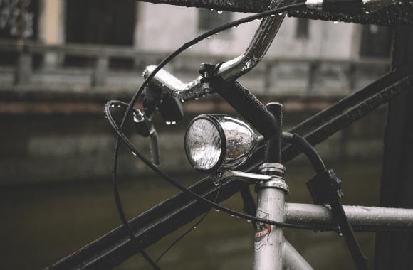 Schutz des abgestellten Fahrrads im Regen